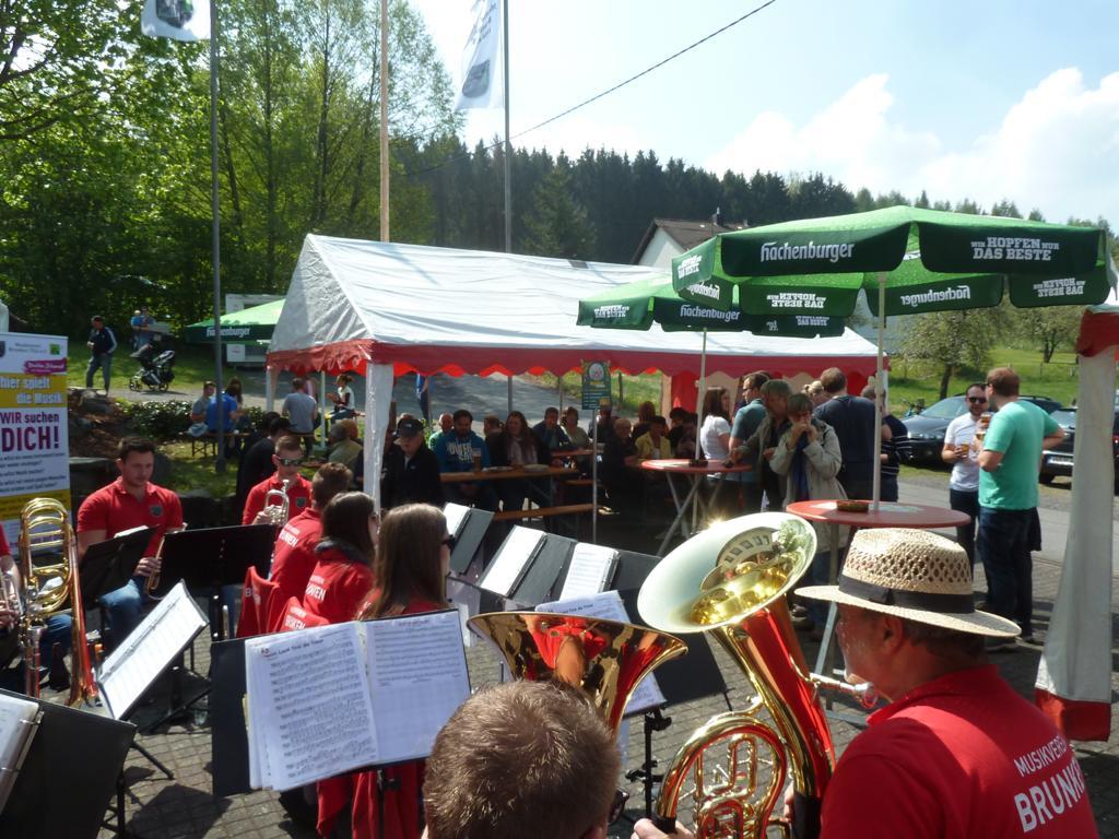 Maifest in Brunken